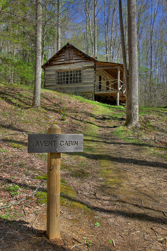 Smoky Mountain Cabins ~ This secret smoky mountains cabin is a hidden treasure